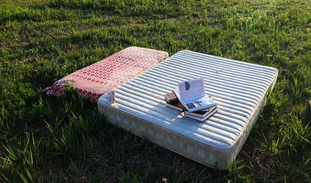 How to dispose of a mattress featured image 640x376 1